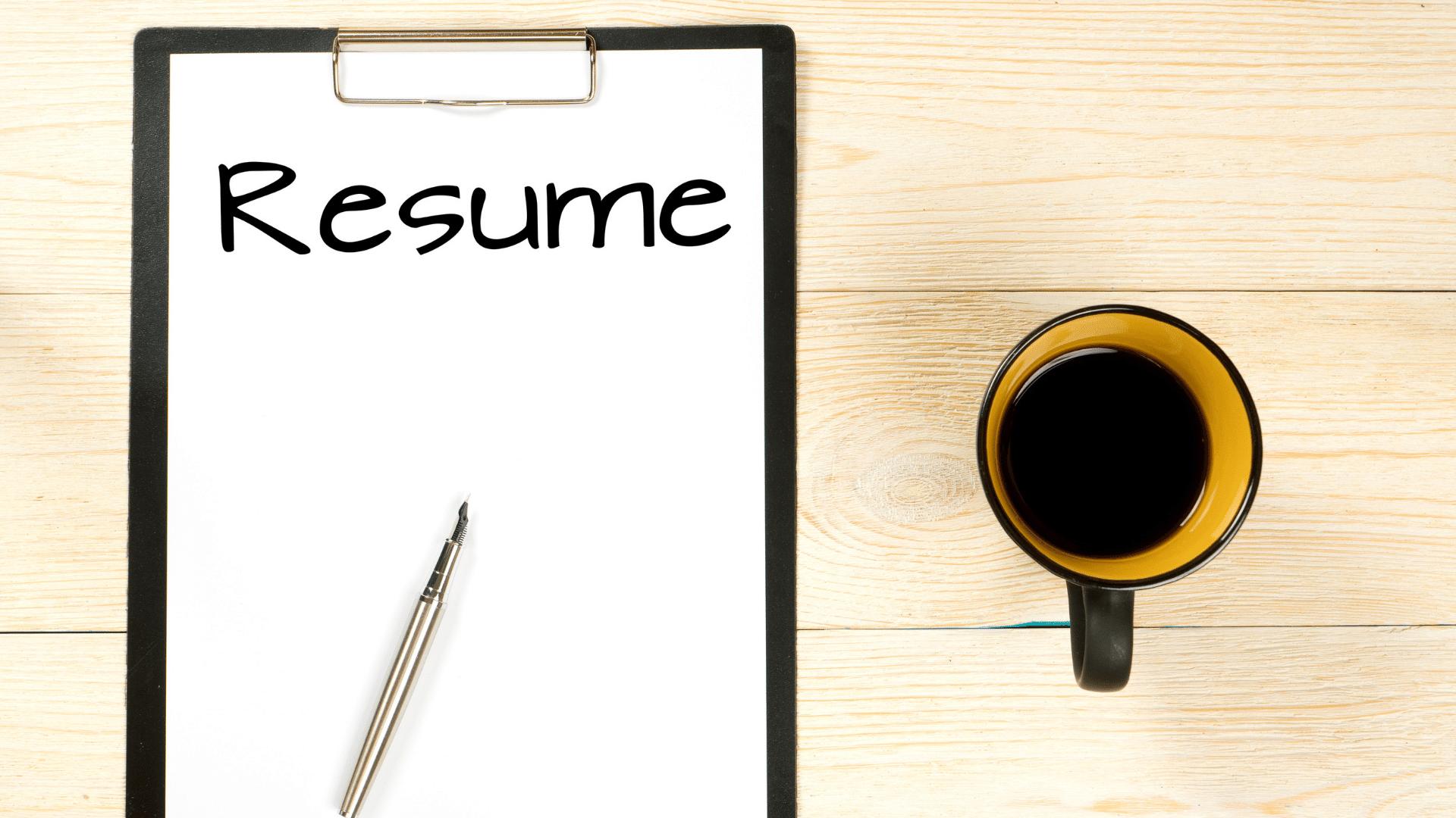 履歴書とコーヒー