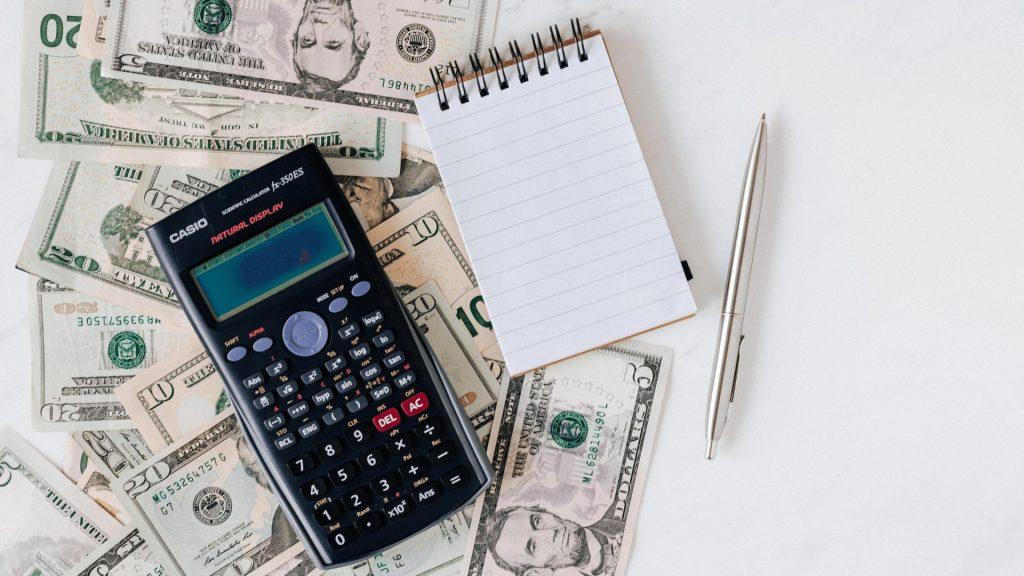 電卓とお金とメモ